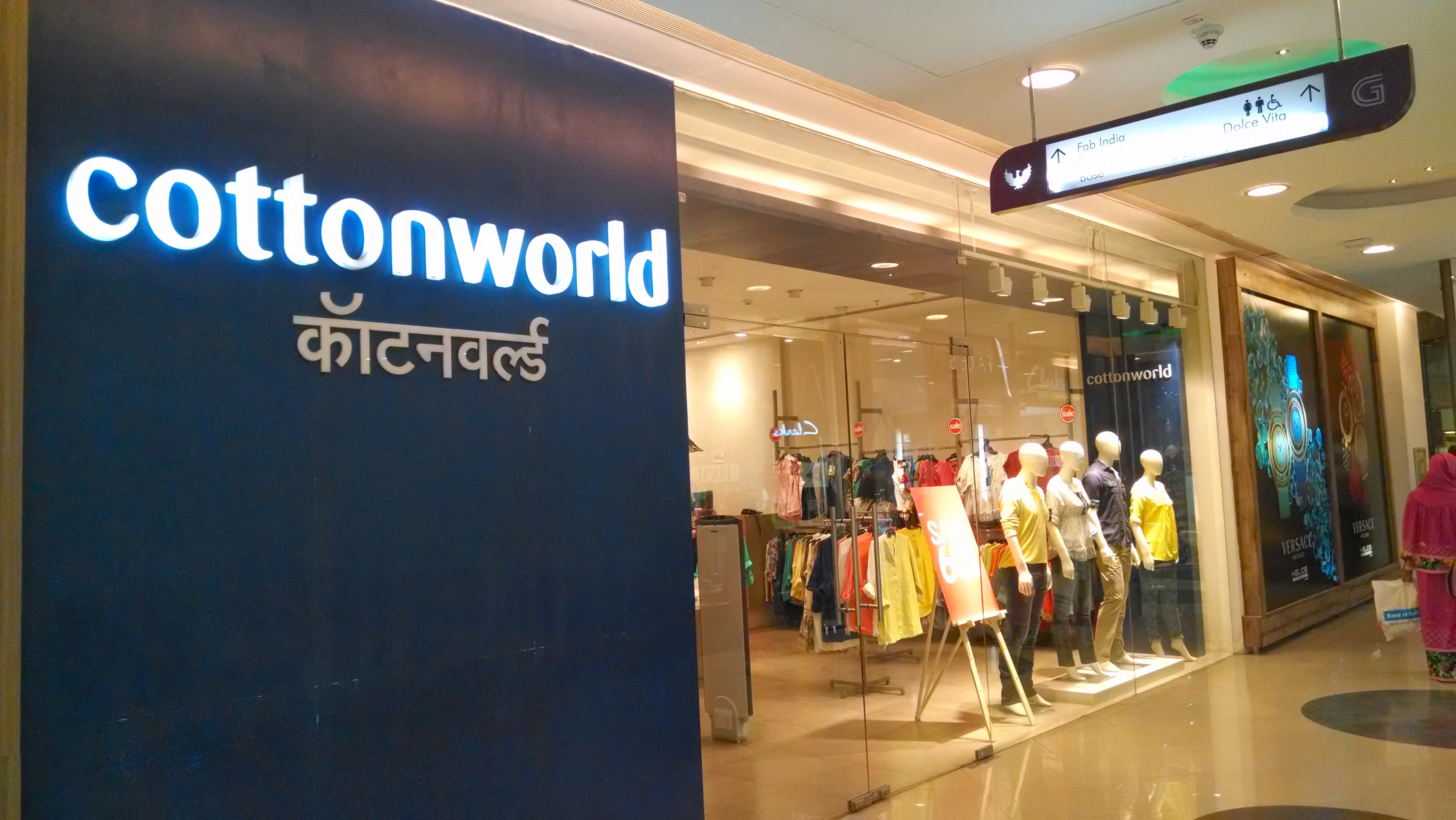 Phoenix Mall is one of the best places for tourists to shop in Mumbai.