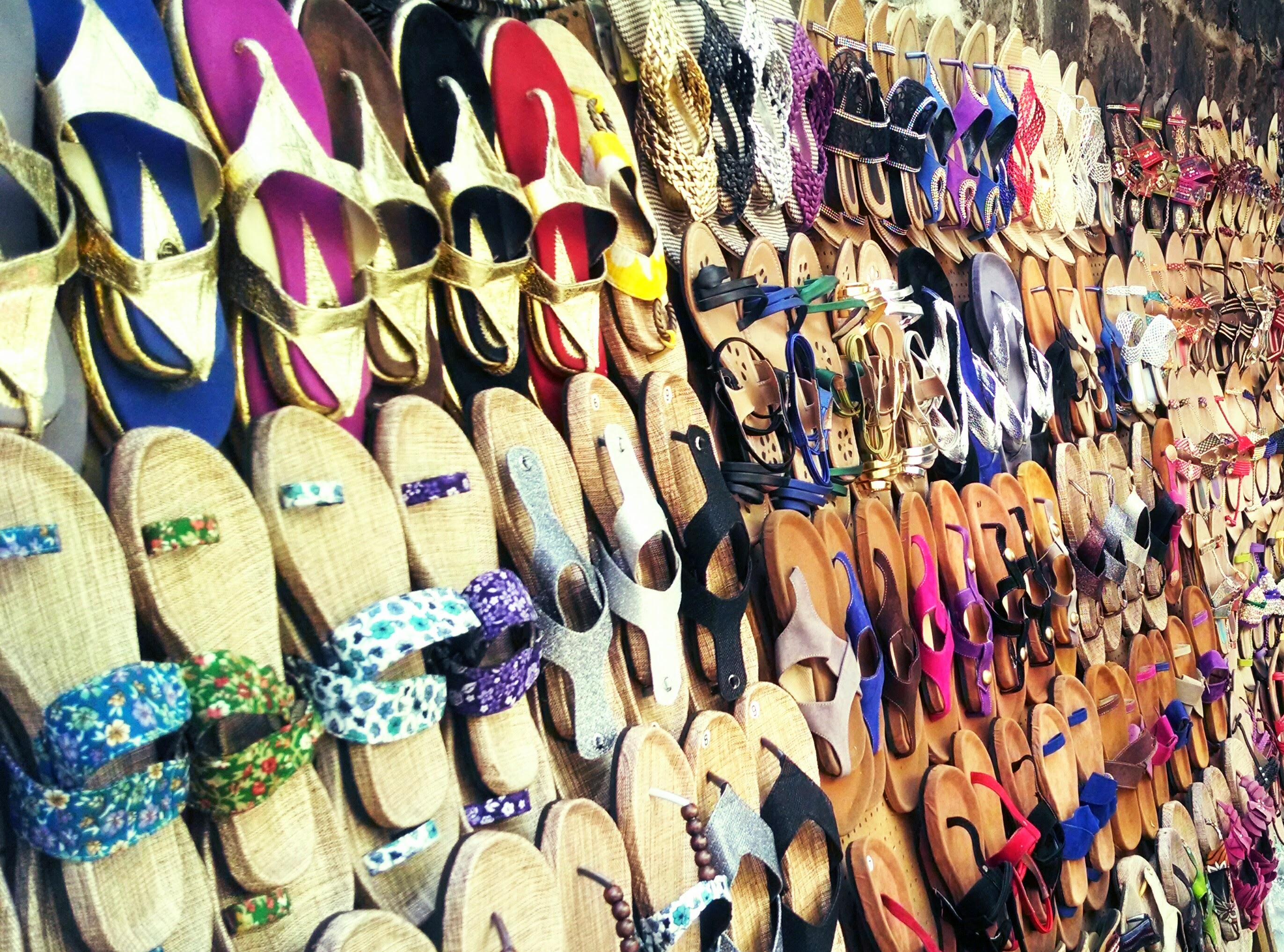 Pune loves street shopping. Don't miss the fun if you are traveling to Pune.